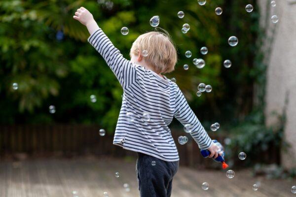Copilul intre 1-3 ani – repere ale dezvoltarii fizice, cognitive, comportamentale si emotionale