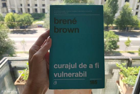 """Curajul de a fi vulnerabil"" – Brene Brown 📚 De citit"