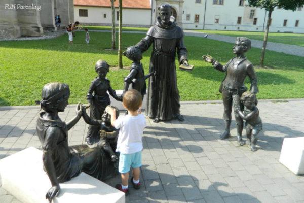 Cum îi vorbești copilului fără să transformi un comportament de moment într-o atitudine permanentă