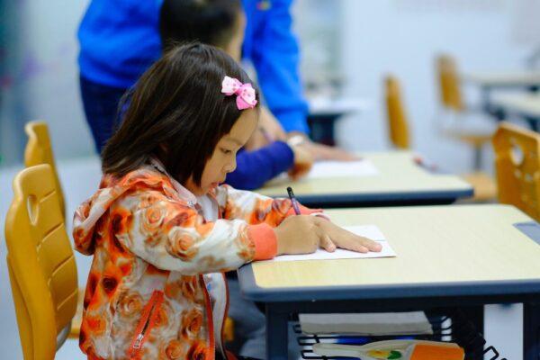 Cum se manifestă stresul la copii și cum putem să îi ajutăm
