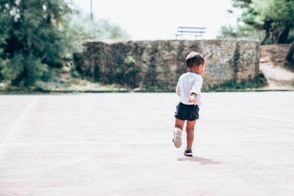 Care sunt nevoile esențiale ale copiilor și cum putem să le satisfacem?