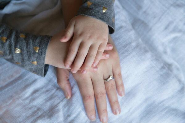 Absența emoțională a mameiare un puternic impact asupra copilului