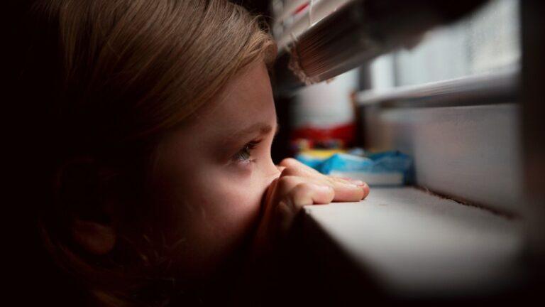 Cum sa ajutăm un copil care simte o frică intensă
