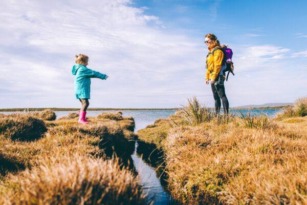 Relațiile din copilărie influențează modul în care ne creăm relațiile la vârsta adultă
