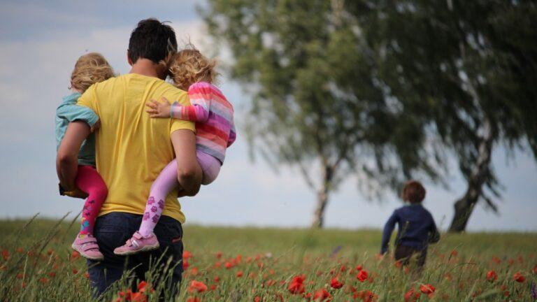 Cum sprijinim copilul în timpul crizelor de furie